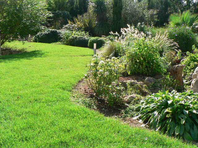 Jardines lotus mallorca s l for Casa de campo con jardin